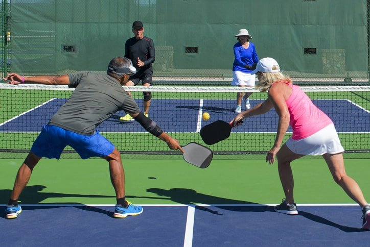 couples-playing-pickleball